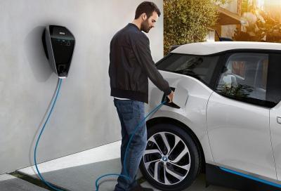 Più auto elettriche, più domanda di corrente e aumenta la produzione di CO2