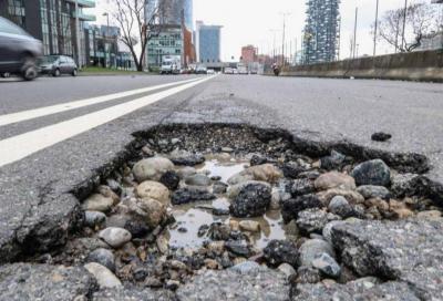 Buche stradali: come chiedo il risarcimento danni?