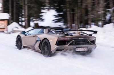 Sulla neve con le Lamborghini Aventador SVJ, Huracán EVO e Urus
