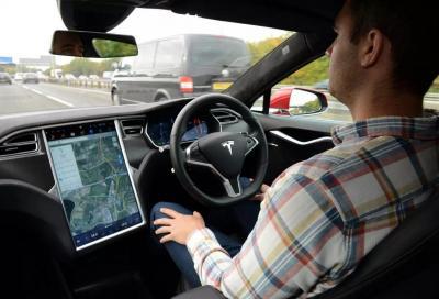 Tesla: un aggiornamento come regalo di Natale