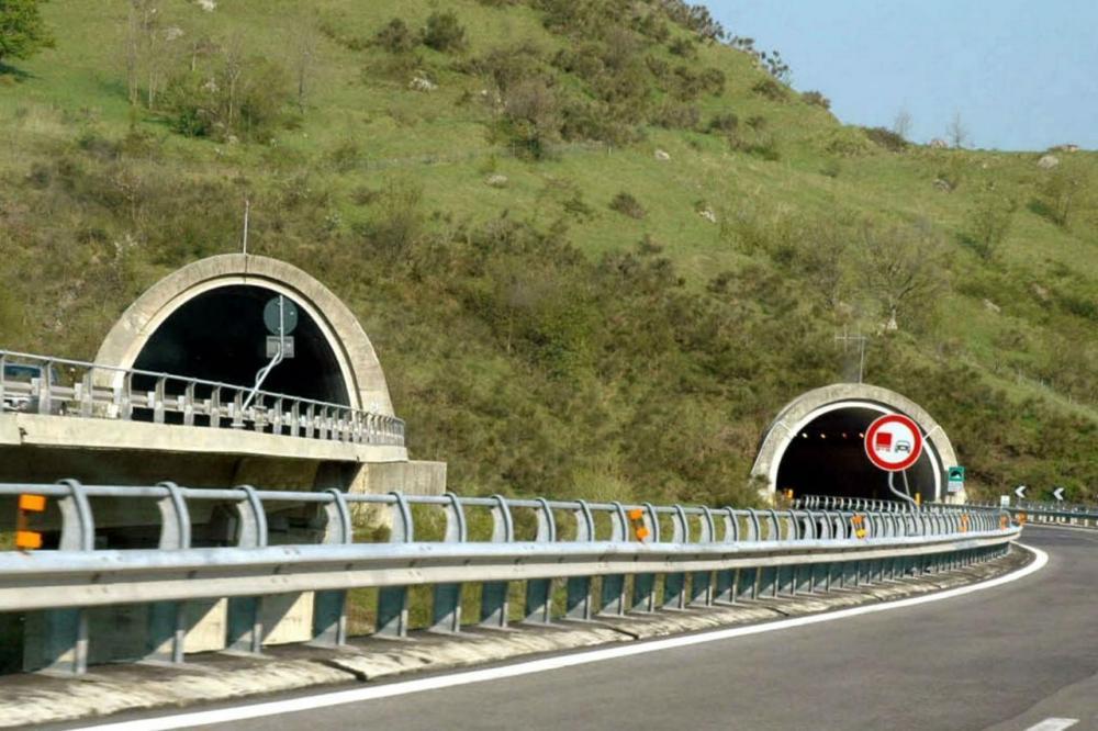 Autostrade: ben 200 gallerie non sarebbero a norma ...