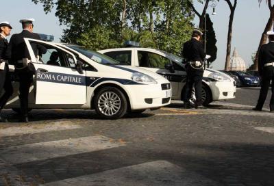 Blocchi traffico Roma: i vigili al lavoro con auto diesel