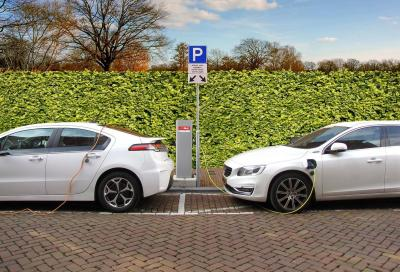 Auto elettriche: la diffusione passa dalla colonnine di ricarica