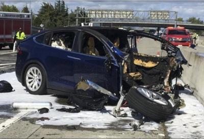 Tesla Autosteer: per la NTSB il sistema è pericoloso