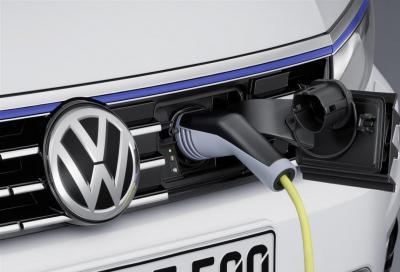 Auto ibride plug-in: quanto costa ricaricarle a casa e alle colonnine?