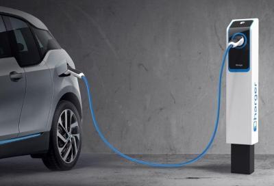 Auto elettriche: anche in autostrada arrivano le colonnine di ricarica