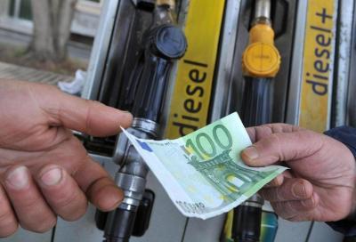 Carburanti: leggera e continua inflessione dei prezzi