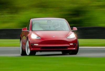Tesla Model 3 Performance: con il Track Mode V2 impara a driftare e derapare