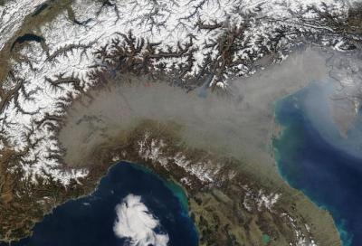 Coronavirus, inquinamento: nuovo picco delle polveri sottili ma il traffico non c'entra