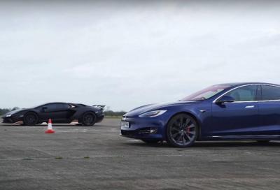 Lamborghini Aventador S vs Tesla Model S Performance: il diavolo contro l'acqua santa