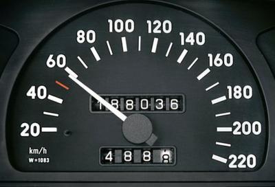 Tachimetro auto: lo strumento meno aggiornato della nostra auto