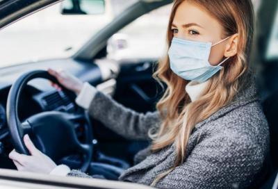 Coronavirus, Fase 2: usare l'auto per fare una passeggiata non si può