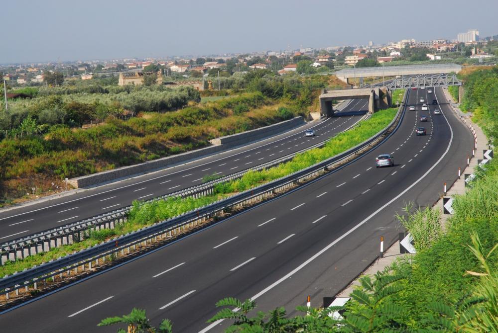 Autostrade, il governo non risponde e Atlantia ferma gli investimenti
