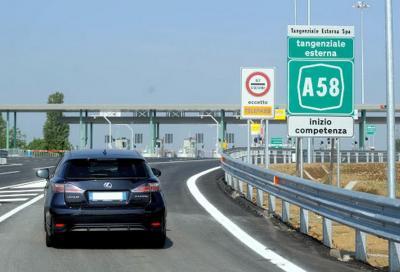 Auto elettriche: in autostrada pagano il 30% in meno di pedaggio