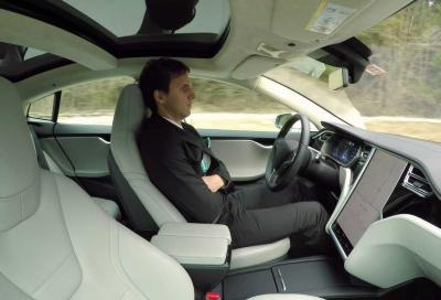 Musk annuncia la guida autonoma di Livello 5
