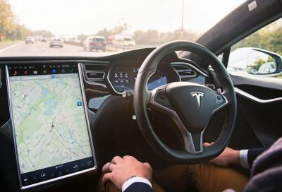 Tesla: guida autonoma totale sempre più vicina
