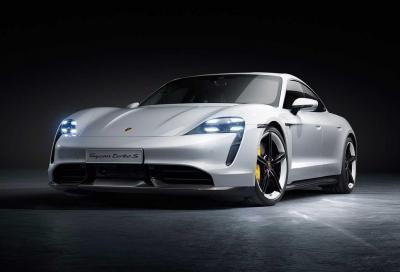 Porsche Taycan Turbo S VS McLaren P1: il bene contro il male