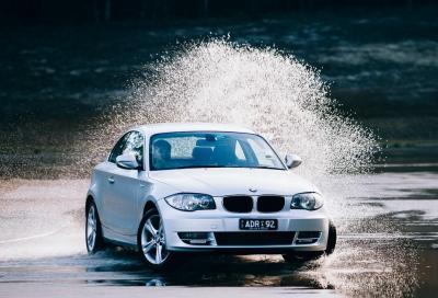 Come guidare in caso di acquazzoni e temporali estivi