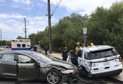 Tesla Autopilot: l'incidente questa volta è contro la Polizia