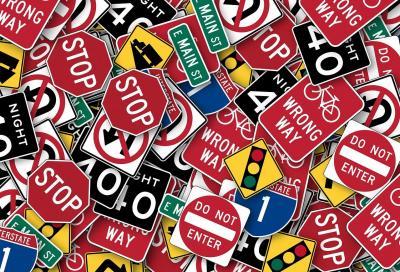 Segnali stradali: per i ricorsi rivolgersi al giudice amministrativo