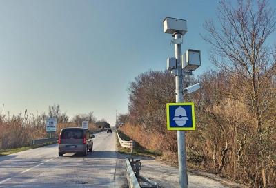 Supera di 0,3 km/h il limite dei 110 e viene multato dall'autovelox