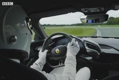 Ferrari SF90: Stig distrugge il circuito di Top Gear