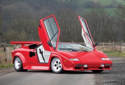 """Lamborghini Countach: la sinfonia del V12 """"vecchia scuola"""" a 280 km/h"""