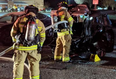 Incendi auto elettriche: i pompieri americani non sembrano all'altezza