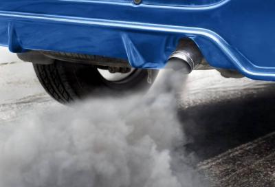 Anche l'Italia punta al divieto di vendita delle auto benzina, diesel e ibride