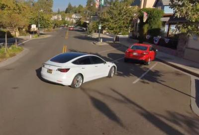 Un drone batte una Tesla nel campo della guida completamente autonoma