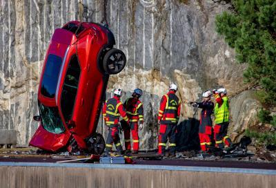Volvo Cars fa cadere auto nuove da 30 metri