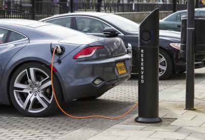 Gran Bretagna: dal 2030 bandite le auto benzina e diesel