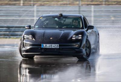 Porsche Taycan e la derapata lunga quanto una maratona