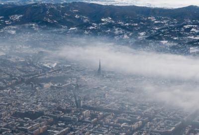 Coronavirus: nel 2020 crolla il traffico ma aumenta lo smog