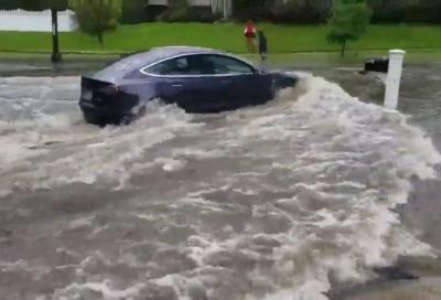 Auto elettriche: che rapporto hanno con l'acqua alta?