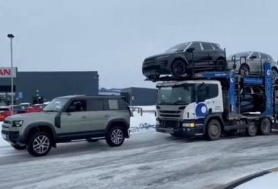 Bisarca in difficoltà? Ci pensa una Land Rover Defender