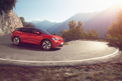 Volkswagen ID.4 GTX, il SUV elettrico a trazione integrale da luglio anche in Italia (Listino)
