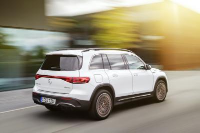 Nuova Mercedes EQB, elettrica e versatile