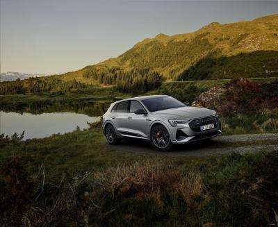 Audi e-tron 2022: look più esclusivo e ricarica rapida