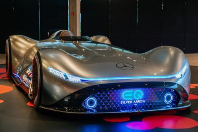 Mercedes-Benz accelera il suo piano di elettrificazione