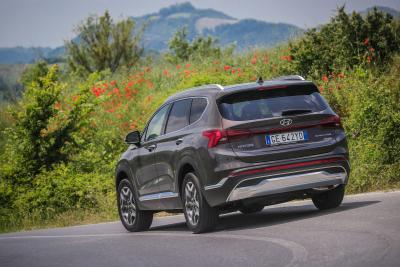Nuova Hyundai SANTA FE Plug-in Hybrid: 7 posti e 58 km di autonomia elettrica