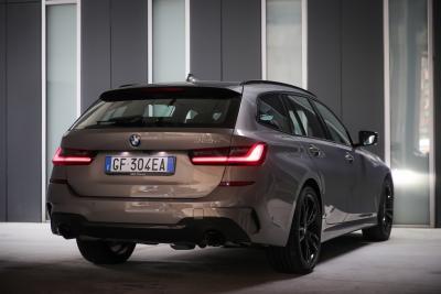 BMW 320e Touring, la nuova ibrida plug-in della Serie 3