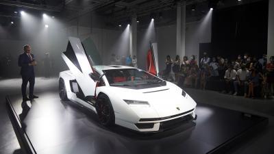 Lamborghini presenta la Countach LPI 800-4 alla Milano Design Week 2021