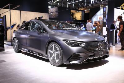 Mercedes presenta la nuova EQE