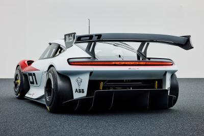 Porsche svela la nuova Mission R Concept