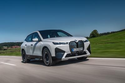 Nuova BMW iX: ammiraglia tecnologica in veste SUV