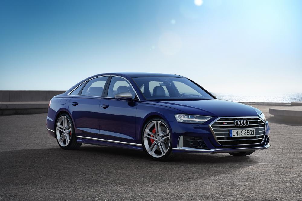 Nuova Audi S8, l'ammiraglia sportiva ora è ibrida