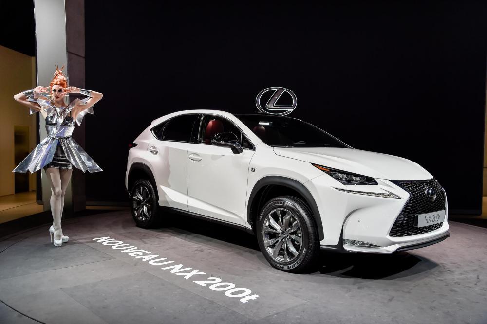 Lexus a parigi svela la nuova nx hybrid automobilismo for Garage ford paris 13